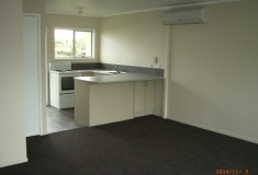 Refurbished 2 bedroom unit. Available 18th March